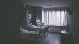 Hospital room with 2 beds in it
